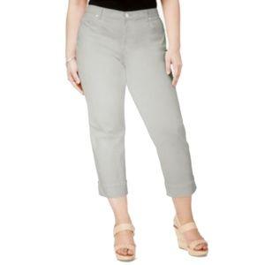 Women's Plus Mid Rise Cuffed Capri Jeans